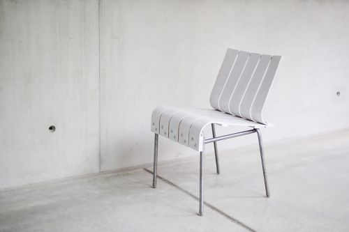 Projet Etudiant:  Experimental Chair, la chaise White Stripes d'Attila Miletics