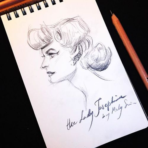 5 minutes drawing yesterday night at the burlesque show , the amaaazing Lady Josephine sat at my table and i couldn't resist drawing her sophisticated profile. follow her if you're not following her already, she's one of the most incredibly creative
