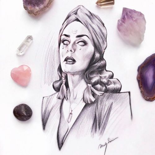 The fortune teller. 🔮💎 Amethysts, smokey quartz, rose quartz, agate, and star ruby. (A little secret fact about me: i have a collection of healing crystals and feel like using them again lately: ) Not an expert,yet read a few books about them, but